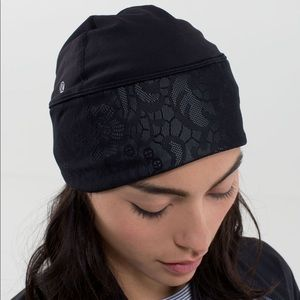 Lululemon black frosty run toque hat